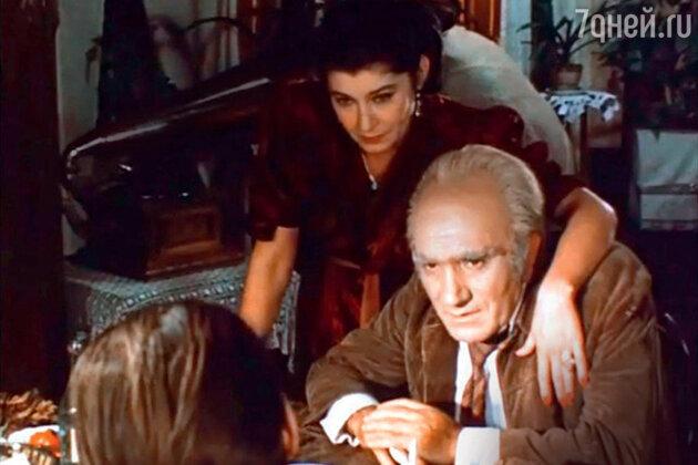 Валерия Заклунная и Армен Джигарханян в фильме «Место встречи изменить нельзя». 1979 г.
