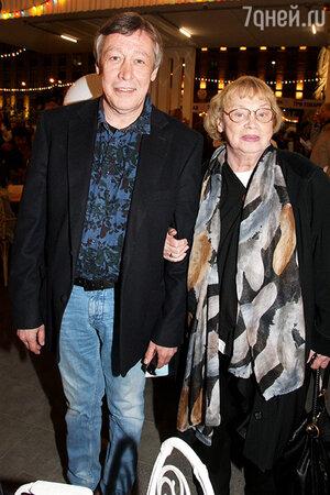 Михаил Ефремов с матерью Аллой Покровской