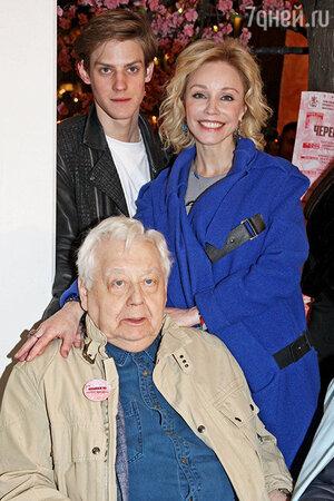 Олег Табаков с женой Мариной Зудиной и сыном Павлом