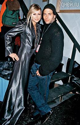 Роман Пэрис Хилтон и Рика Саломона оборвался, когда их личное видео, снятое в отеле, разлетелось по Сети. Эта история положила начало дурной славе Пэрис. 2001 г.