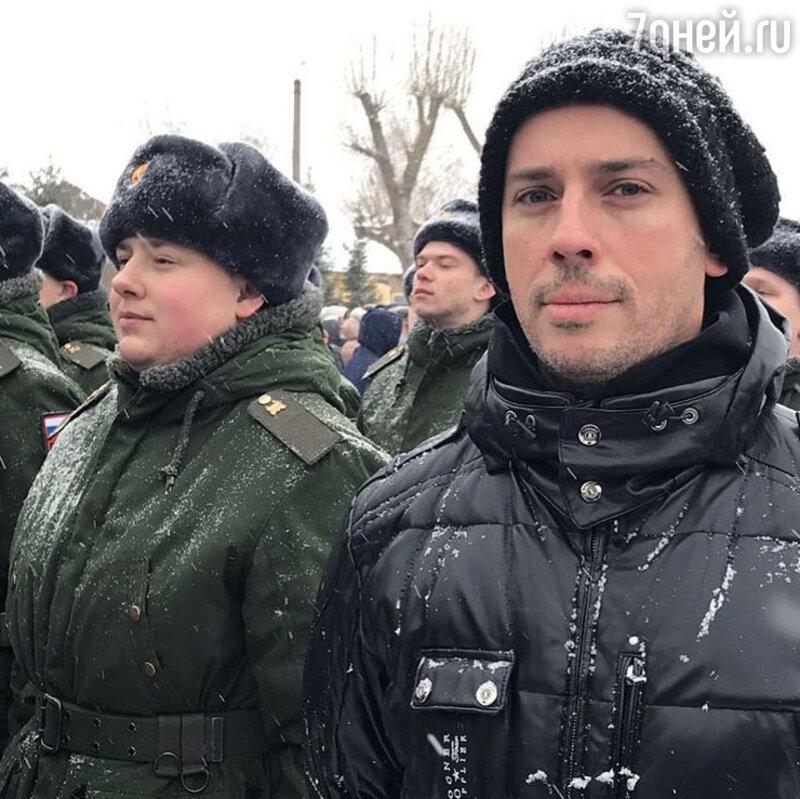 Юморист Максим Галкин побывал вОстрогожске наприсяге племянника Никиты