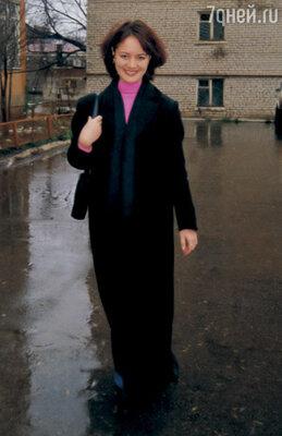 После школы работала на местном телевидении, а потом рванула к друзьям в Москву