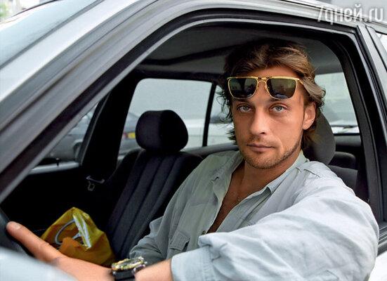 Я думала, Саша опаздывает, а он сидел в машине и рассматривал меня со всех сторон. Решал: брать или не брать...