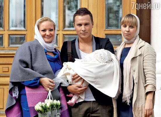 Светлана Пермякова, Максим Скрябин с дочкой и ее крестная мать Ольга Селезнева