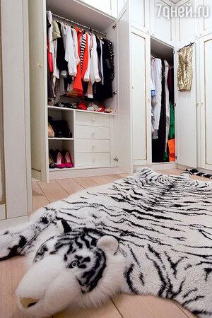 Одним из условий певицы при планировке квартиры была вместительная гардеробная