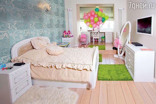 «Детскую мебель я увидела в салоне и не раздумывая сказала: «Берем». Причем всю композицию целиком — шкафчики, кровать, покрывало, подушки и салфетки, хотя они и не продавались»