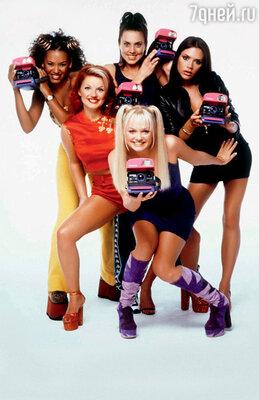 Знаменитая пятерка «The Spice Girls» на пике популярности: Эмма Ли Бантон, Джери Холлиуэлл, Мелани Браун, Мелани Чисхолм, Виктория Адамс. 1997 г.
