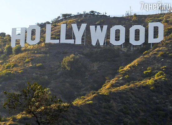 Родина кинематографа отнюдь не Голливуд, однако именно этот район Лос-Анджелеса, с идеальным климатом, чередой роскошных особняков и огромными буквами на холмах, стал символом главного аттракциона последних ста лет