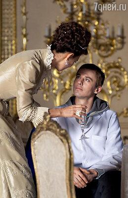 По сюжету у персонажей Климовой и Петренко нет лав-стори, но Фея висполнении Кати постоянно опекает героя Игоря