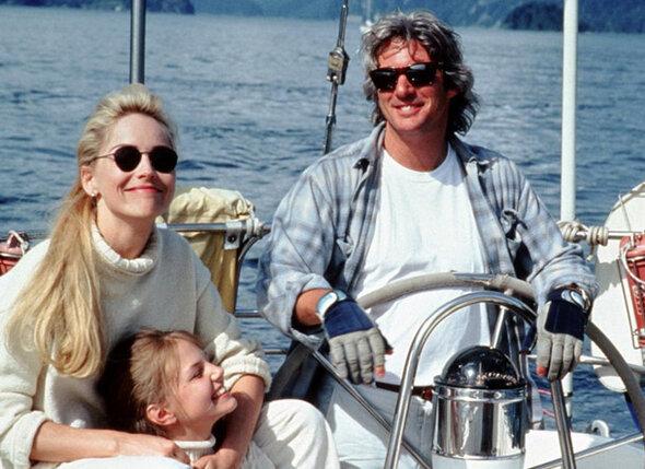 Крошечная роль дочки Шарон Стоун и Ричарда Гира в фильме «Перекресток» окончательно укрепила пятнадцатилетнюю Дженни в желании стать актрисой