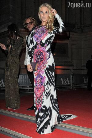 Поппи Делевинь в платье от Emilio Pucci