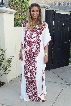 Сиара в платье от Naeem Khan