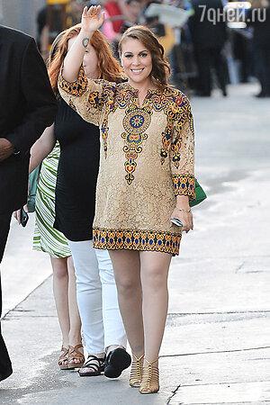 Алисса Милано в платье от Valentino