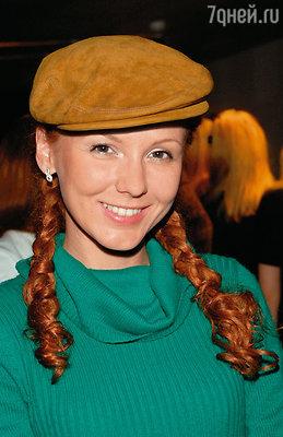 Я до сих пор помню, во что была одета Маша, когда я ее впервые увидел.  Солнце запуталось в рыжих волосах. И все. Я понял, что у меня с этой девушкой будет роман. Хотя дома ждала законная супруга