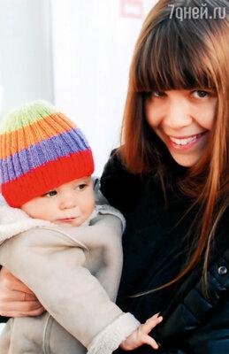Сейчас в нашем доме счастливая пора — дочка Саша родила нам внука Ивана, в Париже его зовут Йон, он забавный маленький мужчина