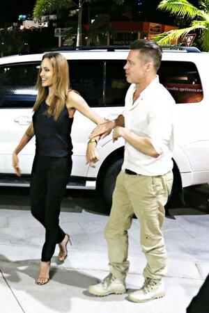 Анджелина Джоли и Брэд Питт в австралийском городке Уитсанди