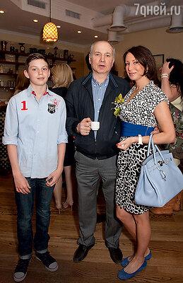 Алика Смехова с сыном Артемом ифотографом Валерием Плотниковым