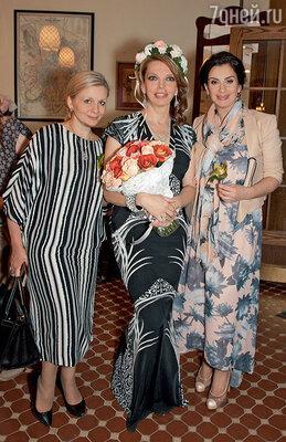 Екатерина Рождествеская с  сестрами Викторией Андреяновой иЕкатериной Стриженовой