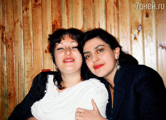 Моя мама — классный журналист. На фото она (слева) с подругой