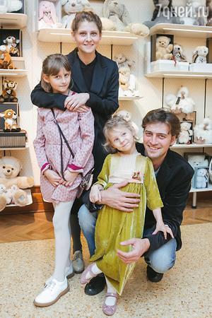 Иван Колесников, Лина Раманаускайте, дочки Дуня и Вера