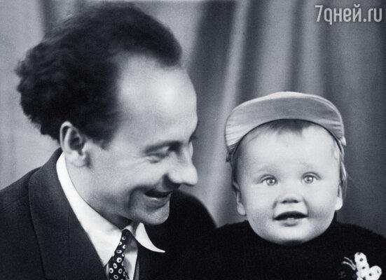 Евгений Ташков с сыном. Москва,1958 г.