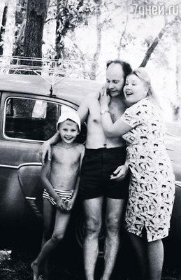 Мама с отцом учились на «отлично», получили красные дипломы, они и меня стремились вырастить всесторонне развитым человеком. Но получалось не так, как они хотели...