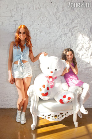 Ирина Забияка с одной из юных актрис, которые снялись в видео группы «Чи-Ли»