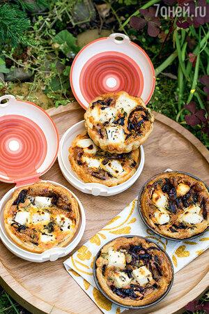 Тарталетки с карамелизированным луком и фетой