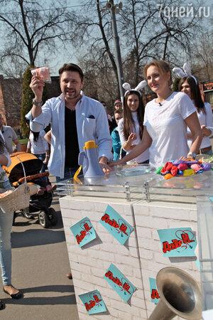 «Нет – никотину! Да – витамину!» – выкрикивал Логинов в мегафон лозунг акции, собрав вокруг себя внушительную толпу