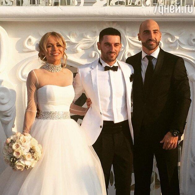 Анна Хилькевич с мужем Артуром и гостем свадьбы