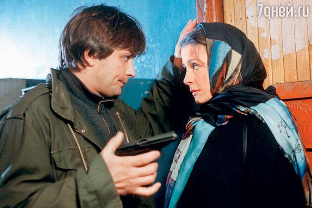 Александр Домогаров и Евгения Крюкова в сериале «Бандитский Петербург». 2000 г.