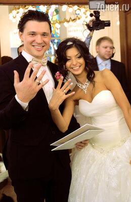 Молодожены: Алексей Кабанов с возлюбленной Розой
