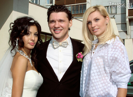 Алексей Кабанов с невестой Розой и Сашей Савельевой