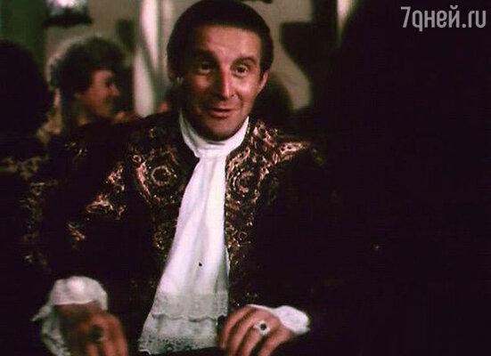 В роли пирата Лавассера в фильме «Одиссея капитана Блада»,  1991 год