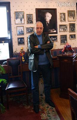 Главный режиссер Цирка на Цветном бульваре Максим Никулин в своем рабочем кабинете