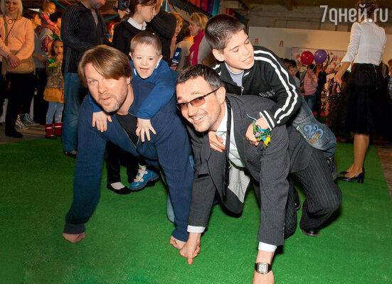 Егор Бероев и другие папы с большим азартом играли с детьми