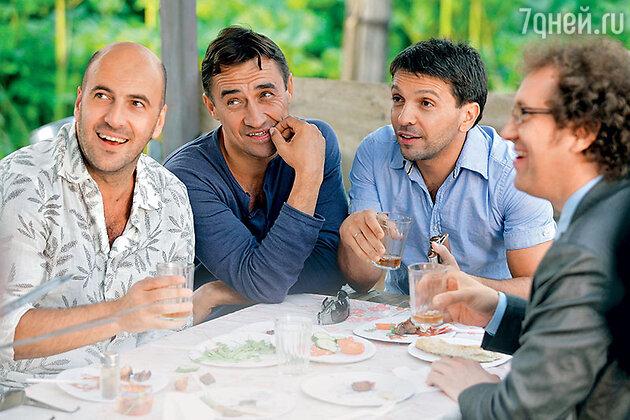 С Ростиславом Хаитом, Камилем Лариным и Александром Демидовым в фильме «О чем говорят мужчины». 2010 г.