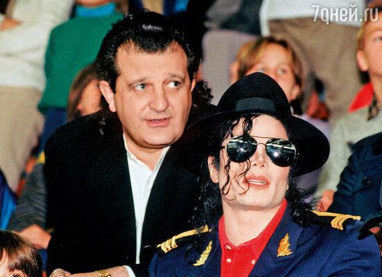 С Майклом Джексоном...