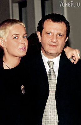 Со второй женой  Настей Калманович, продюсером и актрисой