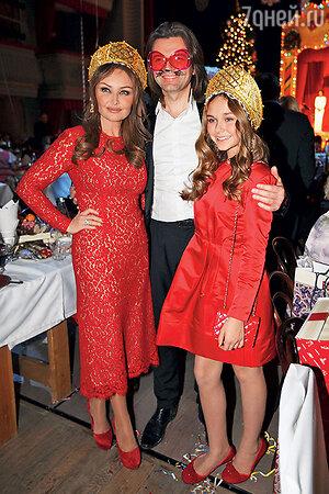 Дмитрий, Елена и Стефания Маликовы