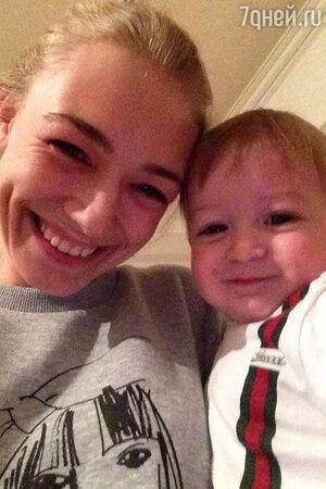 Оксана Акиньшина с сыном Костей