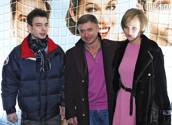 Антон Табаков с семьей