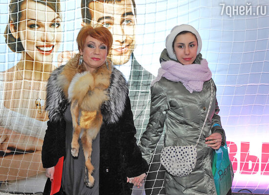 Ольга Тумайкина (слева)