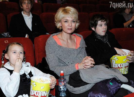 Юлия Меньшова с детьми