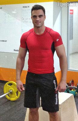 Степан Карманов - сертифицированный инструктор Reebok Cross Fit: «Заниматься Cross Fit могут мужчины, женщины, пожилые люди, дети.  Естественно, происходит «подгонка»  нагрузки и сложности выполнения упражнения под уровень подготовленности человека»