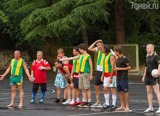 Дожди помешали футбольному матчу с участием актеров