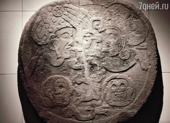 Календарь с изображениями богов майя — символов пяти эпох
