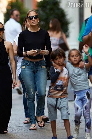 Дженнифер Лопес с детьми Максом и Эммой