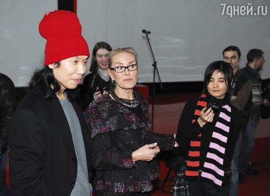Директор Московского Дома фотографии Ольга Свиблова (в центре)