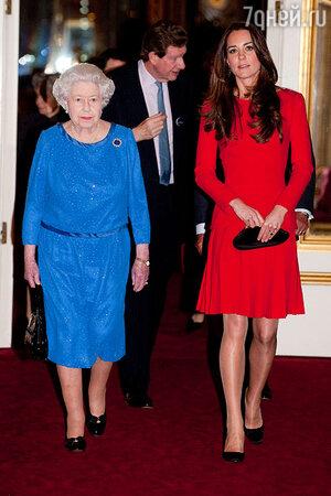 Королева Елизавета II и герцогиня Кембриджская Кетрин  на приеме в честь деятелей киноискусства